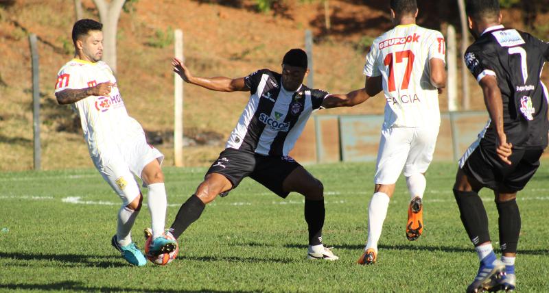 com-gol-de-penalti-brasiliense-sofre-reves-em-jogo-treino