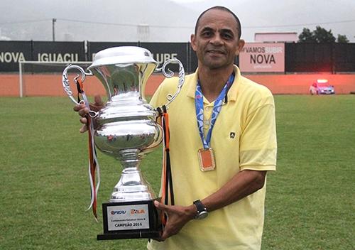 brasiliense-acerta-a-contracao-do-treinador-edson-souza