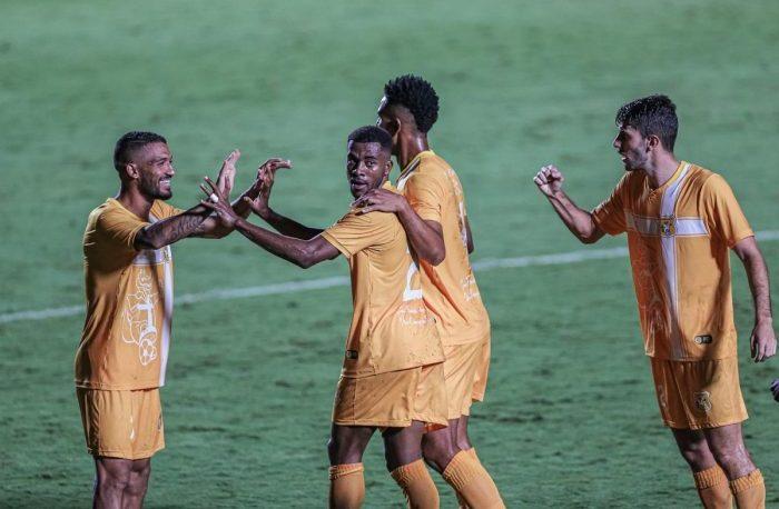 com-gol-de-tobinha-no-final-brasiliense-vence-o-primeiro-duelo-contra-o-atletico-go