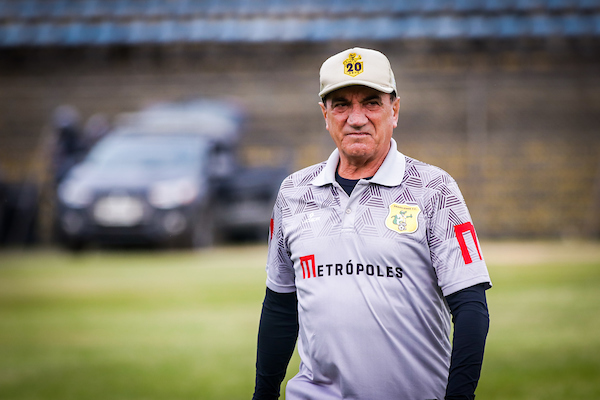 brasiliense-acerta-a-saida-do-treinador-vilson-tadei